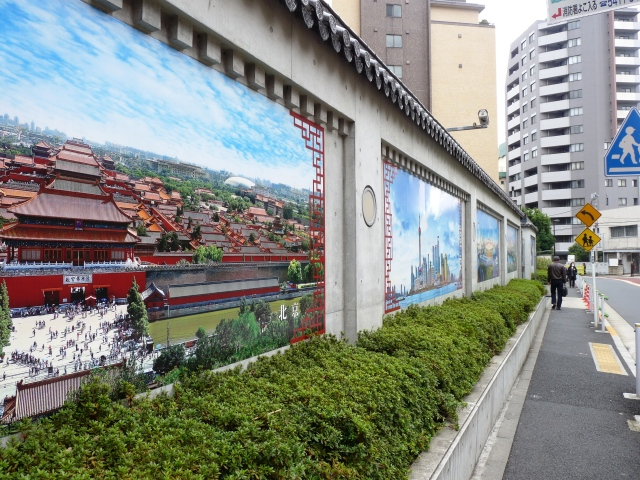 Beautiful artistry outside Chinese Embassy in Japan
